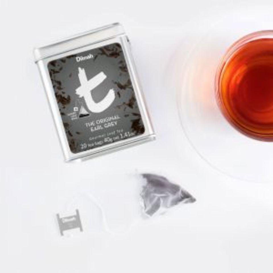 Silný a výrazný cejlonský čaj s charakteristickou příchutí bergamotu. V jeho vůni zachytíte tóny citrusového ovoce i nasládlý květinový přídech. Barva čaje je tmavě hnědá s oranžovými problesky. Aromatizovaný čaj získal svůj název údajně po britském premiérovi Charlesi Greyovi, který přivezl recepturu na jeho výrobu ze svých cest po Číně.