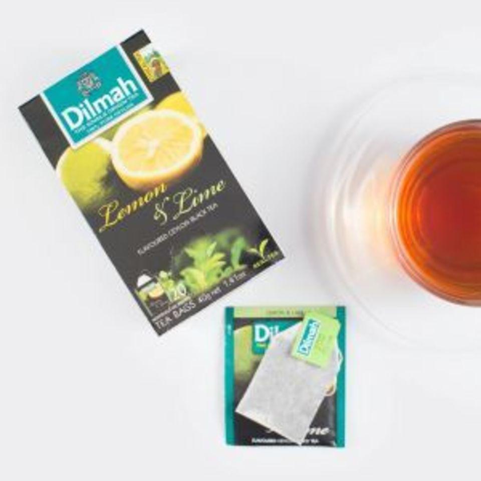 Jemný černý čaj s pikantní, příjemně kyselou chutí citronu i vůní tropické limetky má nepatrně sladký dozvuk. Povzbuzující aosvěžující čaj je vhodný nejen pro letní horké dny.