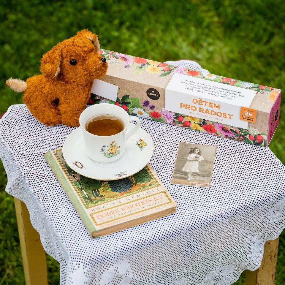 Sada tří bylinkových čajů a ovocných čajů s místem pro dopsání vlastnoručního věnování.