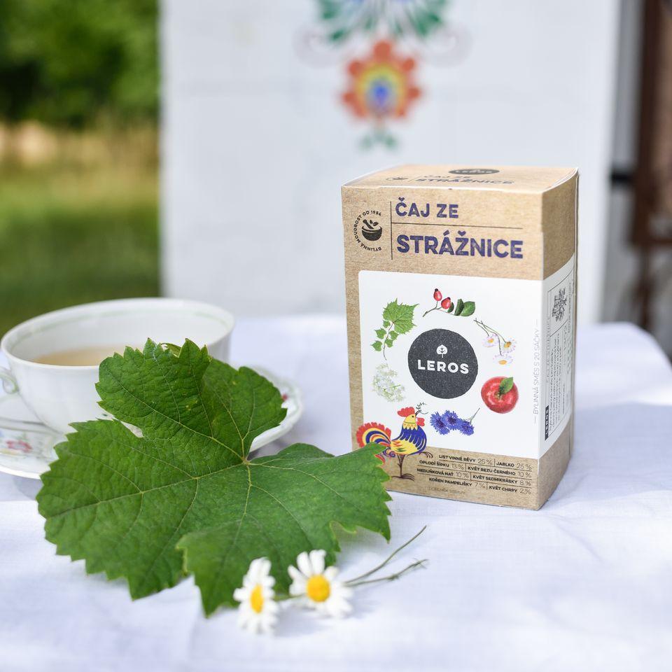 Bylinná čajová směs pro každodenní pitný režim inspirovaná barvami strážnických vzorů a bylinami ze slováckých luk, lesů a polí.